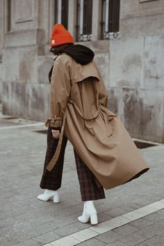 Orange beanie (The fashion through my eyes) New York Street Style, Autumn Street Style, Street Chic, Orange Beanie, Beanie Outfit, Chic Winter Outfits, Fall Chic, Zara, Cool Style