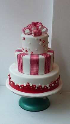 1950's retro gingham ribbon wedding cake by CAKE Amsterdam - Cakes by ZOBOT, via Flickr