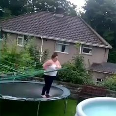 Super Funny Videos, Funny Videos For Kids, Funny Video Memes, Funny Short Videos, Trampolines, Funny Vines Clean, Funny Cartoon Gifs, Relationship Jokes, Pranks