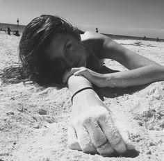 Sandy - Photography, Landscape photography, Photography tips Beach Photography Poses, Beach Poses, Beach Shoot, Beach Portraits, Summer Photography, Cute Beach Pictures, Summer Pictures, Beautiful Pictures, Story Instagram