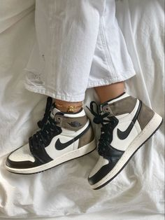 Dr Shoes, Cute Nike Shoes, Swag Shoes, Cute Nikes, Cute Sneakers, Nike Air Shoes, Hype Shoes, Shoes Sneakers, Brown Nike Shoes