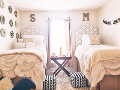 This Texas State dorm room flip should win an award College Dorm Room Ideas award dorm Flip room State Texas Win Texas State Dorm, Diy Pinterest, Student Living, Design Typography, Interior Desing, Dorm Room Organization, Video Wall, College Dorm Rooms, Decorating Small Spaces