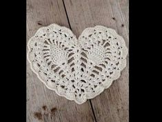 Free crochet pattern: Pineapple heart doily by lulu loves (I love what she did with a yarn potholder pattern, link included to the free pattern. Crochet Motifs, Crochet Squares, Thread Crochet, Crochet Doilies, Crochet Flowers, Crochet Stitches, Granny Squares, Crochet Home, Love Crochet
