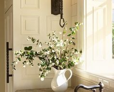 CREAM COLOR CABINETS: White Tie by Farrow & Ball (BENJAMIN MOORE Color Match: BM IVORY WHITE 925) *