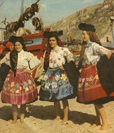 "Europe, Portugal, Outfit - ""A Nazarena"" - using the traditional 7 skirts from Nazaré Isadora Duncan, Algarve, History Of Portugal, Brisbane, Photography Collage, Visit Portugal, Folk Costume, People Of The World, World Cultures"