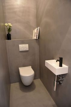 / Duplex Penthouse te koop in Antwerpen / Architect Hans Verstuyft / Interior Philippe Brems & Gitte Van Hasselt / Toilet in Grey Betonciré, Black Vola and White Corian Sink: Space Saving Toilet, Small Toilet Room, Guest Toilet, Downstairs Toilet, Toilet Closet, Bathroom Closet, Bathroom Toilets, Bathroom Black, Interior Design Toilet