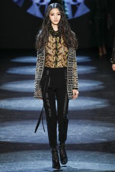 Monique Lhuillier Fall 2016 Ready-to-Wear Fashion Show http://www.theclosetfeminist.ca/ http://www.vogue.com/fashion-shows/fall-2016-ready-to-wear/monique-lhuillier/slideshow/collection#6