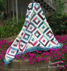 Make a truly stunning quilt using simple string piecing with this quilt tutorial that's ideal for showing off beautiful batik prints. This Petunia Strings Quilt Tutorial shows you how to piece together easy string quilt blocks that you can then trans Bed Quilt Patterns, Jelly Roll Quilt Patterns, Paper Piecing Patterns, Jellyroll Quilts, Scrappy Quilts, Easy Quilts, Quilting Tutorials, Quilting Projects, Quilting Designs