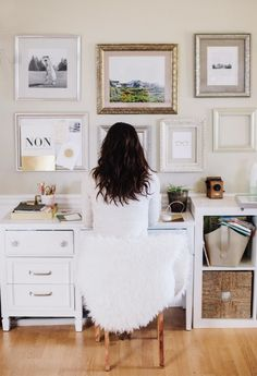 White Workspace With A Touch Of Gold - http://www.decorismo.com/other/white-workspace-with-a-touch-of-gold/
