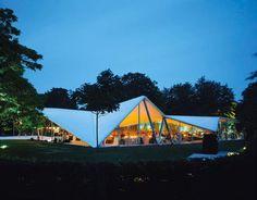 Serpentine Gallery Pavilion 2000 by Zaha Hadid. Photography © Helène Binet. Courtesy of Taschen.