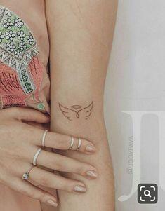 Tattoo Girls, Tiny Tattoos For Girls, Little Tattoos, Mini Tattoos, Body Art Tattoos, New Tattoos, Sleeve Tattoos, Tatoos, Small Wing Tattoos