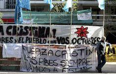 La intervención quirúrgica realizada este martes a la presidenta de Argentina, Cristina Fernández, para drenar un hematoma craneal culminó con éxito. Se espera el parte oficial en los próximos minutos