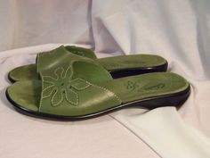 Clarks Sage green, leather flat slip on sandals size 6.5 Medium #Clarks #Slides