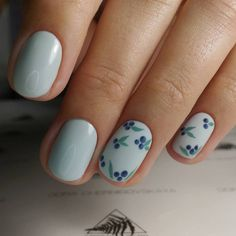 Want some ideas for wedding nail polish designs? This article is a collection of our favorite nail polish designs for your special day. Nail Art Cute, Cute Nails, Smart Nails, Wedding Nail Polish, Nailart, Minimalist Nails, Round Nails, Manicure E Pedicure, Manicure Ideas
