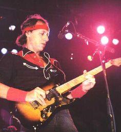 Mark Knopfler - unmatched till date! Schecter Guitars, Fender Guitars, U Mark, Sultans Of Swing, Best Music Artists, Best Guitar Players, Dire Straits, Mark Knopfler, Live Rock
