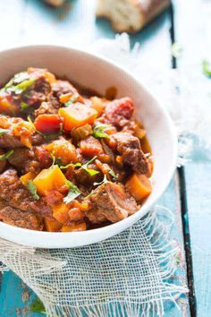 Slow cooker beef and pumpkin stew - Moroccan style Pork Recipes For Dinner, Healthy Meat Recipes, Roast Beef Recipes, Healthy Slow Cooker, Slow Cooker Recipes, Cooking Recipes, Chilli Recipes, Healthy Food, Moroccan Beef Stew