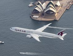 Striking photo of a Qatar Airways B777-300 on its first daily flight between Doha and Sydney