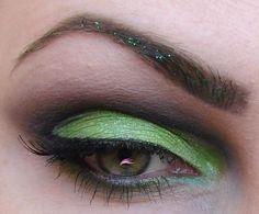 Barry M  Lime (dd75) - pohyblivé víčko  Black (dd66) - záhyb  Green Glitter Eyeliner (gle12) - glitry v obočí  Dark Green (dd16) - obočí  3 in 1 mascara - řasy  #BarryM #green #Easter #makeup #eye