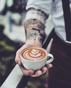 Sobota vyběrová káva Coffe&chill playlist na @spotify = #latteeart #jeduvyberovku : @remy.london.barista #coffeeshots