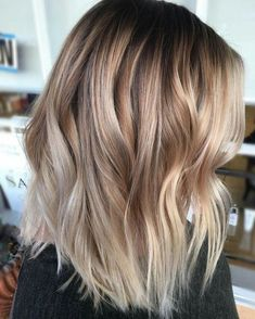 Love this cut and style #BlondeHairstylesMedium