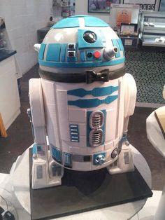 R2-D2 cake .. Tehe, way too awesome!! #decoratedcake #R2D2 #starwars