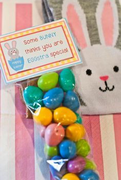 FREE EASTER PRINTABLES! Download these treat bag toppers and create the perfect addition to a child's basket!