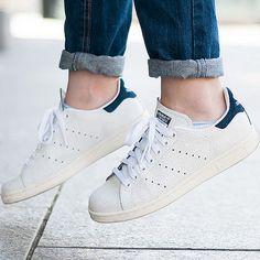 Estos looks demuestran que, si de zapatos se trata, no necesitas más que unos Adidas Superstar.