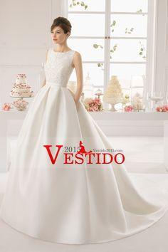 2015 de la cucharada de la parte posterior atractiva una línea con cuentas blusa de raso vestido de novia de la capilla de cola