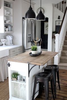 Kücheninsel DIY kitchen island ideas Apartment Therapy - Our apartment Tips For Selecting A Cooling Narrow Kitchen Island, Rolling Kitchen Island, Farmhouse Kitchen Island, Kitchen Island Decor, Modern Kitchen Island, Kitchen Island With Seating, Kitchen Layout, New Kitchen, Awesome Kitchen