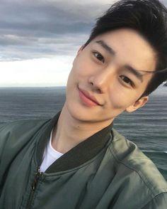 รูปภาพ asian, boy, and ulzzang Korean Boys Ulzzang, Cute Korean Boys, Ulzzang Boy, Korean Men, Cute Asian Guys, Asian Boys, Cute Guys, Hot Asian Men, Beautiful Boys