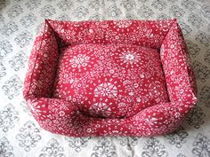 Dog bed. The instructions are in Russian, so text me if anyone needs translation, I speek fluent Russian :)
