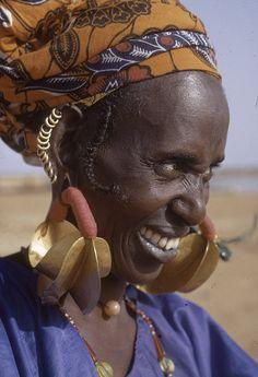 Africa   Fulani {aka Peul or Fula} woman wearing Kwotenye Kange (aka four-lobed) gold earrings.