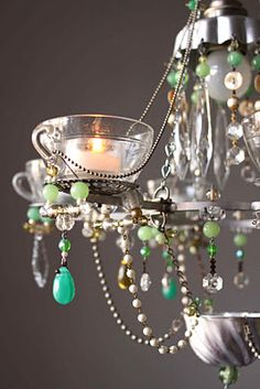 Diy chandelier ideas that will beautify your space 04 Solar Powered Lights, Solar Lights, Fairy Lights, Homemade Chandelier, Chandelier Lighting, Chandelier Ideas, Chandeliers, Pam Pam, Diy Crystals