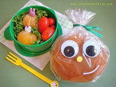Great School Lunch Idea.  Since mornings are busy why not just have some bags pre-decorated for those days your little one deserves to get a smile for lunch.