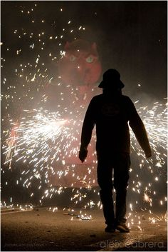 'Man agains the beast' at #Barcelona, Mercè Feast (by @adosc) #fire #fireworks #tradition #culture