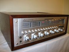 Vintage Marantz stereo receiver model 2285 - Click on photo for more stereo pics.