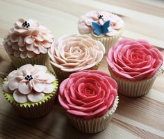 love these cupcakes for a spring wedding