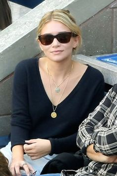 Ashley in a simple chic look at the US Open, 2009. Love the necklaces