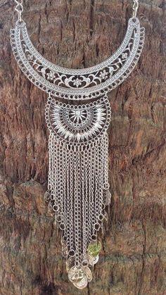 Fabric Jewelry, Metal Jewelry, Pendant Jewelry, Antique Jewelry, Jewelry Necklaces, Jewelry Crafts, Jewelry Art, Fashion Jewelry, Jewelry Design