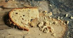 As amazing as bread can be, it also is filled with carbs and can be unfavorable for health or weight loss. Luckily for us, there are options to replace bread. Here are low-carb alternatives to bread. Food Insecurity, World Hunger, Bread Alternatives, Low Carb Bread, Drupal, Dog Eating, Food Waste, Bread Crumbs, Lchf