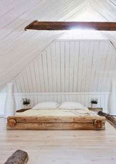Apartment Goals, Attic Remodel, Romantic Cottage, Cottage Design, Tiny Living, House In The Woods, Log Homes, Building A House, Interior Design