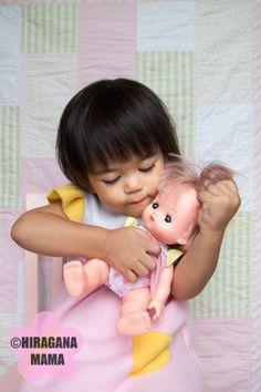 メルちゃんが大好きな1歳の娘のために、メルちゃんとお揃いのドレスを作ってあげました。 My 1-year old daughter loves her Mell-chan (メルちゃん) doll from Japan. We ordered it for her (via Amazon) last Christmas, and she has not stopped carrying he…