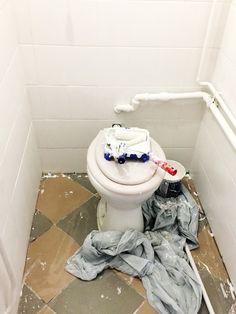 Csempefestés GY.I.K. | Kicsi Ház Toilet, Bathroom, Remodeling, Washroom, Flush Toilet, Bath Room, Toilets, Bath, Bathrooms