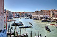 The best restaurants and food spots you need to try in Venice.