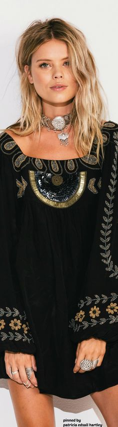 Boho - INCREDIBLY BEAUTIFUL!! - I ABSOLUTELY LOVE THIS GLORIOUS DRESS AS IT IS SO UNIQUE & LOOKS AMAZING!! Bohemian Girls, Bohemian Chic Fashion, Bohemian Look, Boho Chic, Hippie Look, Hippie Chic, Hippie Style, Gypsy Style, Boho Gypsy