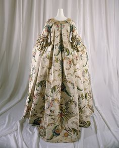 Article about the different dress styles of 18th century.