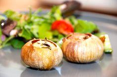 Se hvordan du nemt laver hele bagte solo hvidløg med olivenolie og timian. De bagte hvidløg kan enten laves i ovn eller grill. Hele bagte solo hvidløg er nemmere at spise end de traditionelle hvidl…