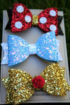 Etsy shop feature: Buns and Braids hair bows - Disney in your DayYou can find Making hair bows and more on our website.Etsy shop feature: Buns and Braids hair . Disney Hair Bows, The Knot, Bow Template, Do It Yourself Inspiration, Diy Accessoires, Hair Bow Tutorial, Flower Tutorial, Baby Turban, Girl Hair Bows