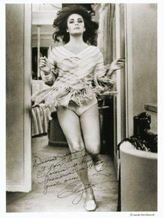 Elizabeth Taylor in a rare shot - awesome!