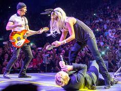 Penelope Cruz and her husband, Javier Bardem, got wild onstage at the U2 concert in Barcelona � watch